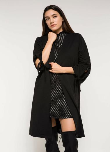 DeFacto Kolları Bağcık Detaylı Uzun Ceket Siyah